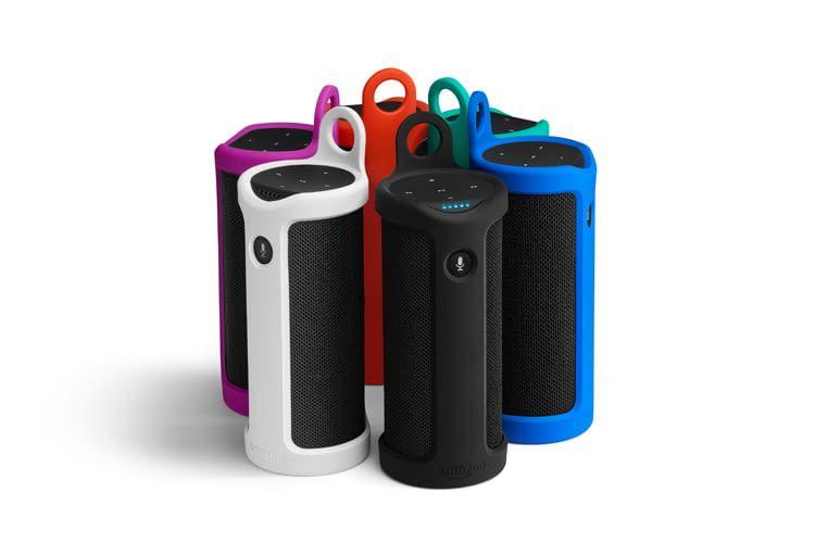 Jede Schutzhülle hat eine Schlaufe, mit der sich Amazon Tap zum Beispiel am Rucksack befestigen lässt
