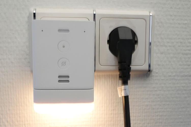 Per USB-Port lässt sich ein extra für Echo Flex angefertigtes Nachtlicht anschließen