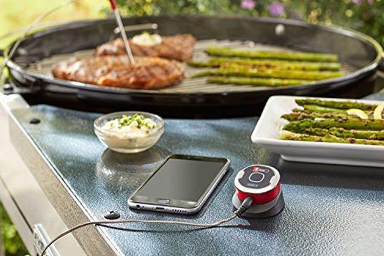 Der Weber iGrill Mini Grillthermometer kommt ohne Display aus. Er überträgt die Daten direkt aufs Smartphone