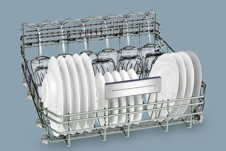 Die Geschirrkörbe sind höhenverstellbar und erleichtern das Ein- und Ausräumen