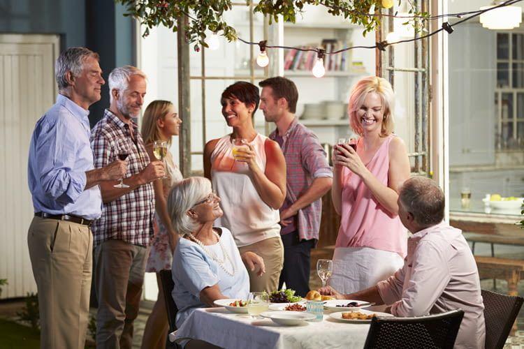 Vor allem auf Partys ist der Google Home Gastmodus eine praktische Lösung