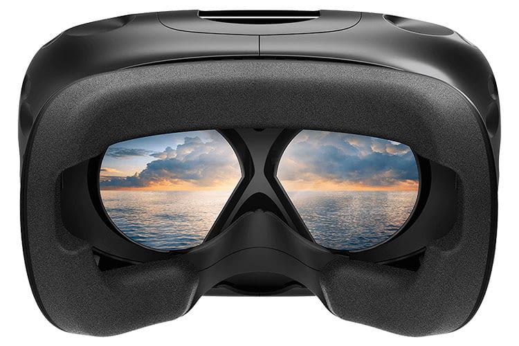Verwandelt auch kleinere Zimmer in riesige begehbare Welten - die HTC VIVE VR-Brille