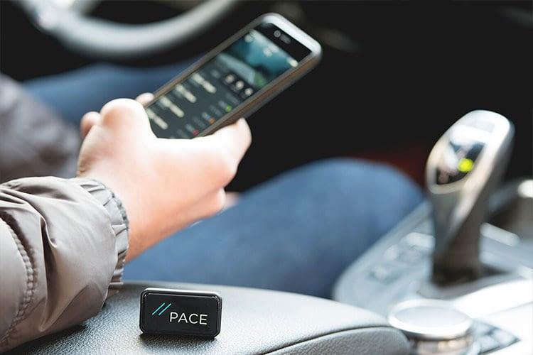 Der kleine PACE-Adapter erweitert das reguläre Auto um smarte Funktionen