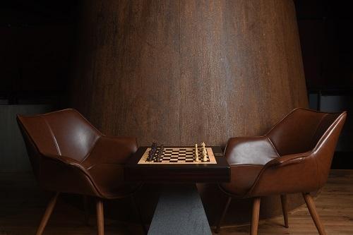 Square Off: Auf einem traditionellen Schachbrett gegen Gegner aus aller Welt antreten @ indiegogo.com