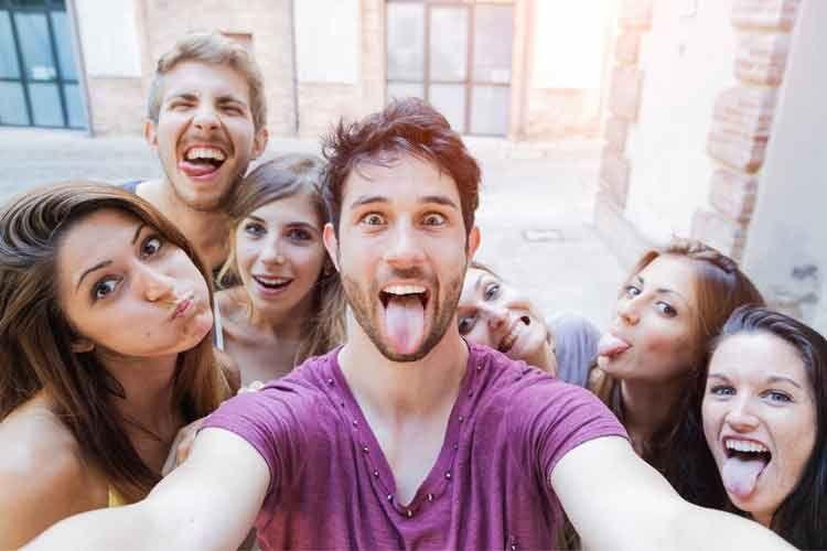 Mit Sprachbefehlen lassen sich Selfies und Urlaubsfotos schnell wiederfinden