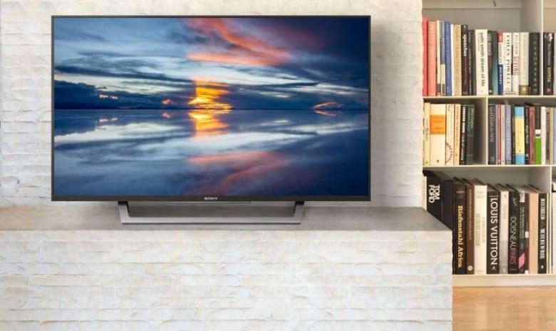 Viele Anschlüsse für alle Boxen: Der WD75 LED Full HD Smart TV