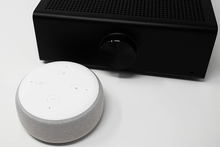 Da Amazon Echo Link Amp über keine Mikrofone verfügt, ist noch ein zusätzlicher Echo Lautsprecher nötig