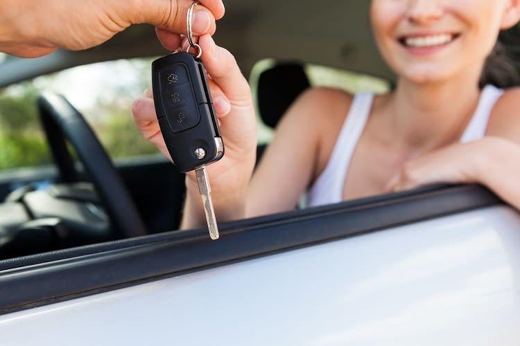 Elektroauto mieten? Wir geben einen Überblick über Anbieter, Preise & Städte