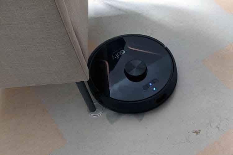Der Saugroboter eufy RoboVac X8 Hybrid nutzt KI-unterstützte Laser-Navigation, um Zusammenstöße zu vermeiden
