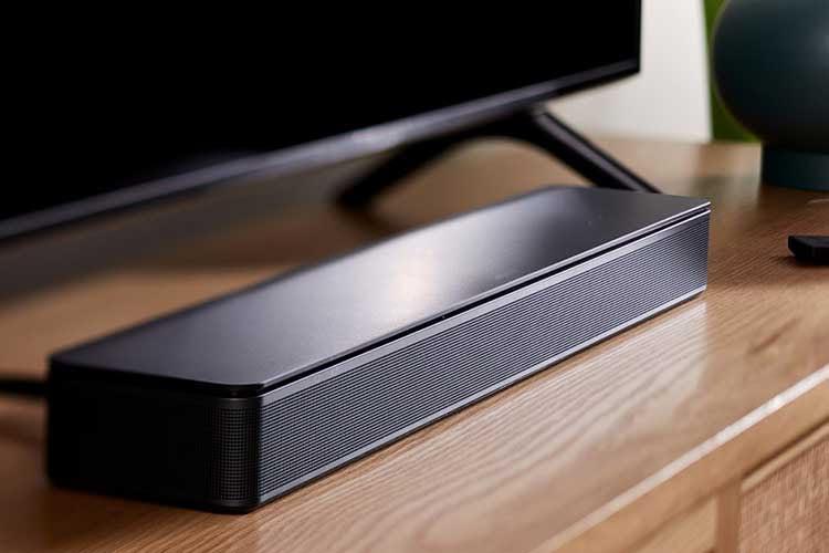 Der Bose TV Speaker unterstützt Dolby Digital, ist einfach in der Bedienung und wertet den ursprünglichen Fernseher-Sound auf