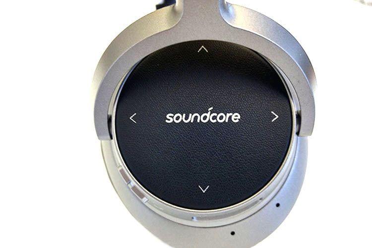 Die Navigation durch die Musik-Playlists beim Anker Soundcore Space NC A3021 erfolgt bequem über Touchfeld-Bedienung