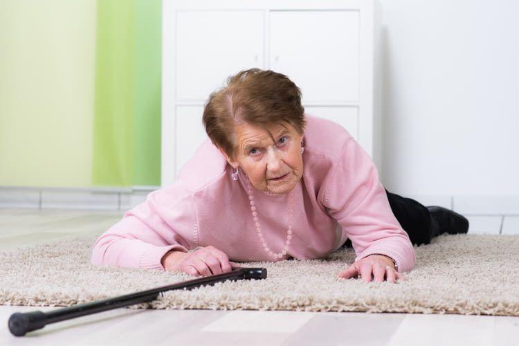 Medizinische Ambient Assisted Living Systeme für Senioren beinhalten oft eine Notruffunktion