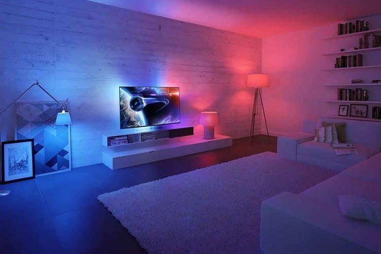Philips Hue Lampen harmonieren übrigens auch mit der Philips Smart TV Ambilight-Funktion