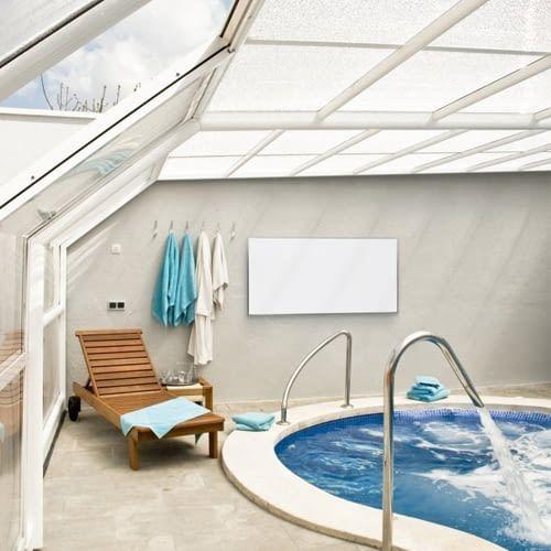 Auch Wintergarten oder Poolbereich werden mit IR-Flachheizung Trotec TIH 700 S wärmer