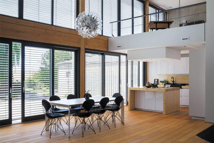 Je nach Wohnraumgröße kommen unterschiedliche Beschattungslösungen infrage