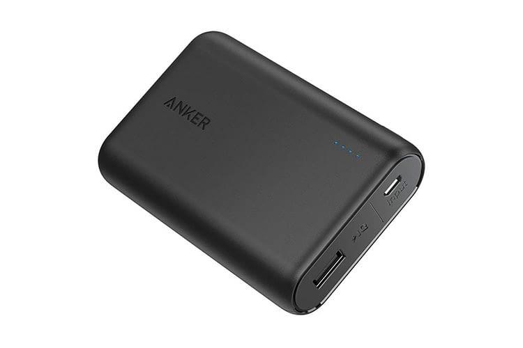 Anker PowerCore 10000 mAh Powerbank verfügt über einen USB-Anschluss zum Laden von Geräten