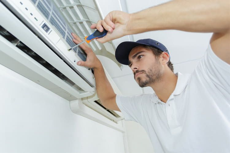 Nur Profis dürfen eine Split Klimaanlage in Betrieb nehmen