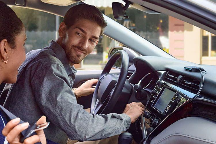 Mit Echo Auto können sich Fahrer besser auf die Straße konzentrieren
