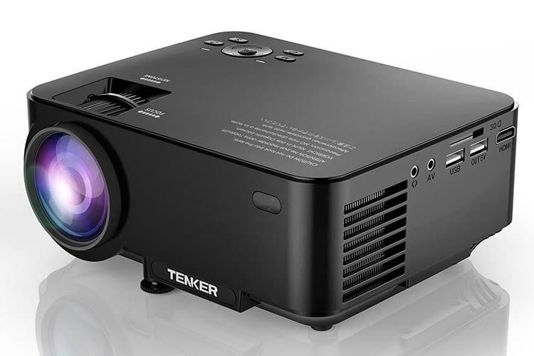 Der Mini-Beamer Tenker T20 + gefällt mit seinem kompakten Design