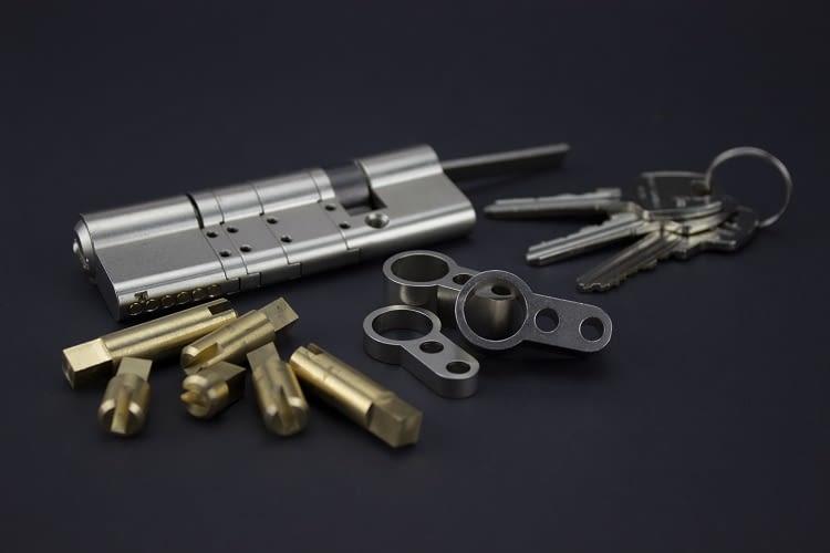 Der Sicherheitszylinder besteht aus 6 gehärteten Stiften mit Schlagschutz