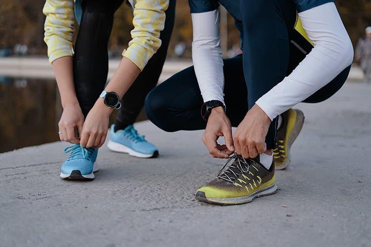 Nie mehr Schuhe binden? Mit smarten Sneakers ist das möglich