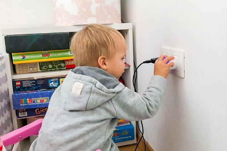 Eine Kindersicherung sorgt an der smarten WLAN-Steckdose Shelly Plug S für die nötige Sicherheit