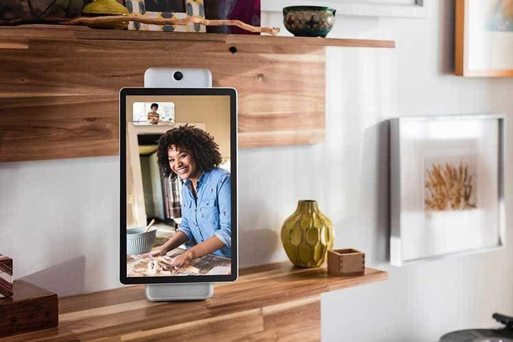 Facebook Portal Plus bietet ein 15 W Stereo-Audiosystem mit Woofer