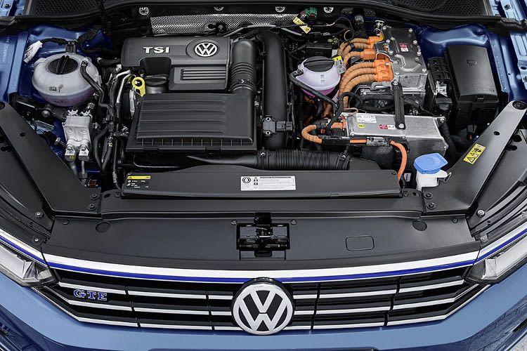 Dank der Plug-in-Hybrid Technologie im VW Passat GTE bietet das Elektroauto beeindruckende Fahrleistungen