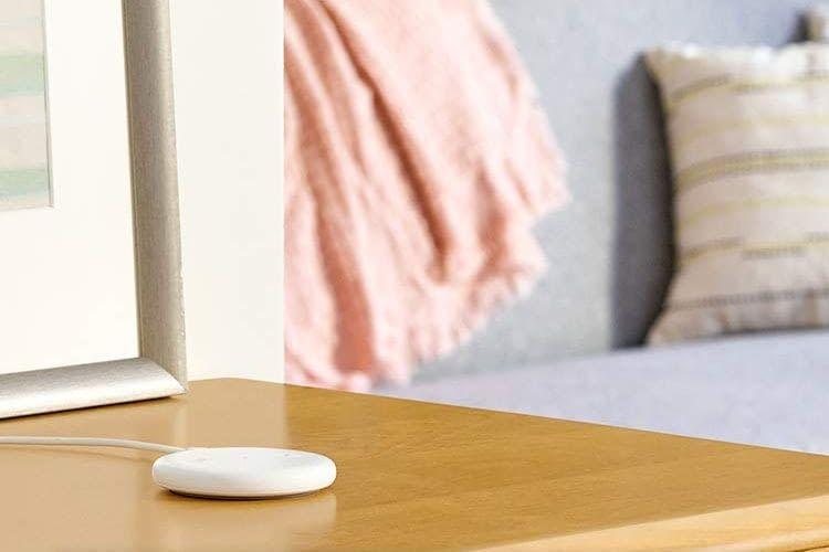 Amazon Echo Input ist nur 14 mm hoch und hat vier integrierte Fernfeldmikrofone