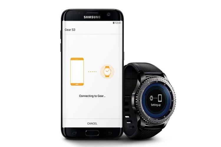 Smartwatches wie die Samsung Gear S3 müssen mit einem Smartphone per Bluetooth gekoppelt werden