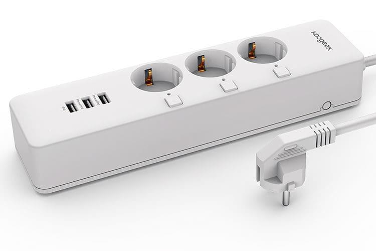 Die Koogeek Wifi Smart HomeKit Steckdosenleiste bietet Schnittstellen zum Aufladen von USB-Geräten