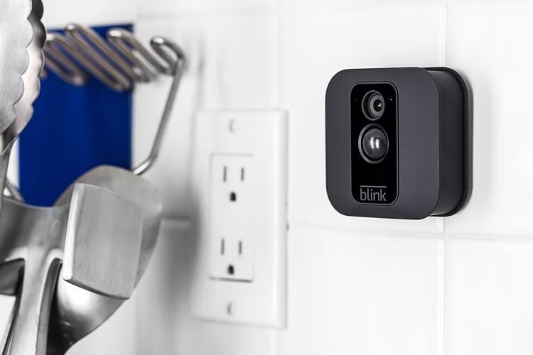 Blink XT behält auf Wunsch auch bestimmte Bereiche in Innenräumen im Blick - zum Beispiel nachts den Kühlschrank