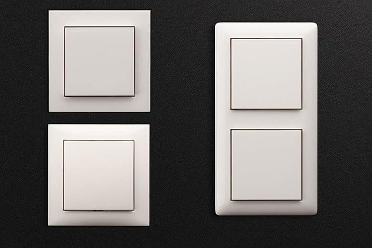 Der intelligente Lichtschalter von Eve passt in herkömmliche 55er Einzel- und Doppelrähmen