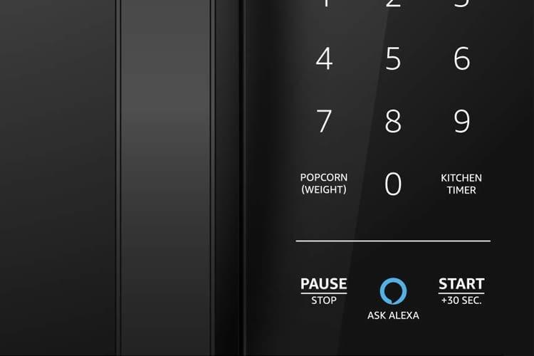 """Den Hauptunterschied zu einer normalen Mikrowelle stellt der """"Ask Alexa""""-Button dar"""