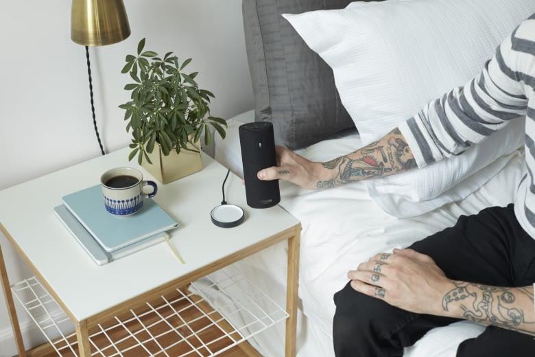 Der tragbare Lautsprecher Tap lädt sich kabellos auf
