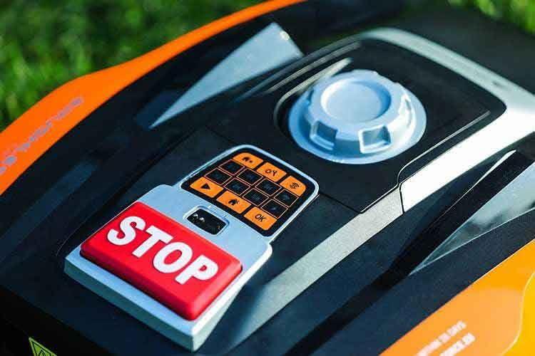 Die Bedienung am Gerät erfolgt beim Yard Force Compact 400Ri einfach über wenige Drucktasten. Alternativ auch per App.
