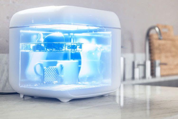 Die Signify Philips UV-C-Desinfektionsbox bietet im Inneren reichlich Platz