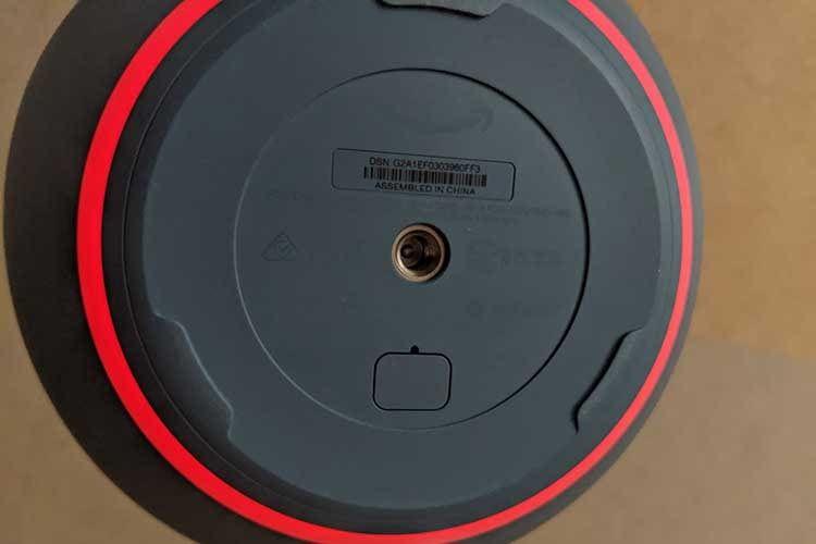 Amazon Echo 4 bietet auf der Unterseite ein Stativgewinde