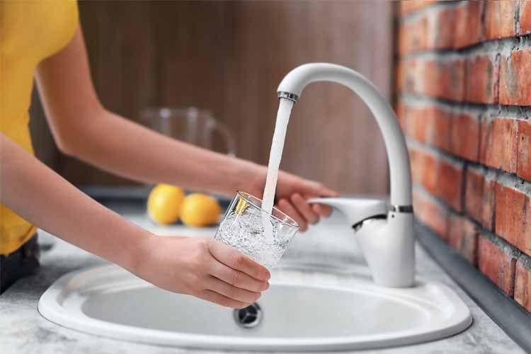 Den Wasserhahn nach Gebrauch immer sofort zudrehen