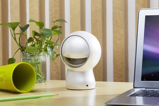 Moorebot Personal Assistant für das Smart Home auf dem Schreibtisch