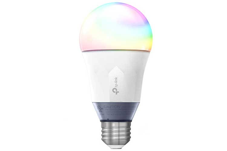 Bunt wird es mit der Kasa Smart WLAN LED LB130. Sie kann in jeder Farbe leuchten, aber auch in weiß