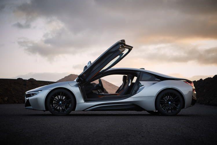 Die Flügeltüren unterstreichen den Sportwagen Charakter des BMW i8