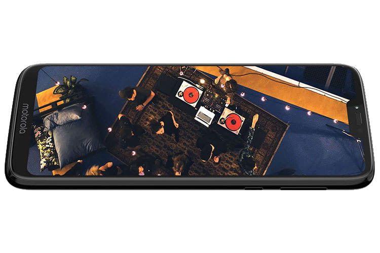 Das Motorola moto g7 power bietet mit 5.000 mAh Akkuleistung für mehrere Tage
