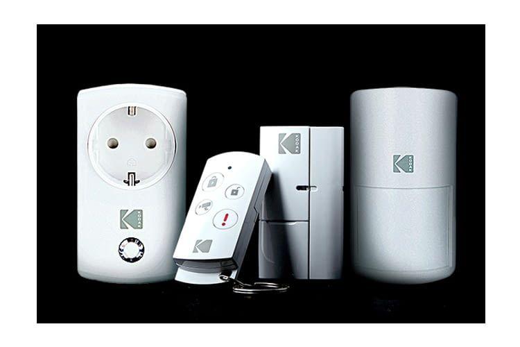 Zusätzliche erhältlich sind Bewegungsmelder, Alarmsirene, WLAN-Steckdose, Fernbedienung und Tür-/Fenstersensor