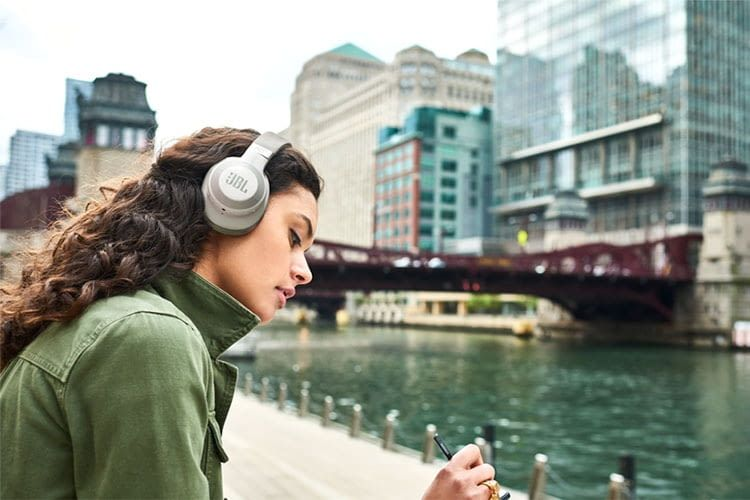 Macht eine gute Figur: Der JBL E65BTNC Bluetooth-Lautsprecher mit ANC