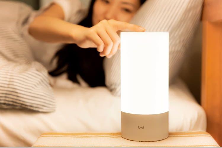Die Yeelight Bedside Lamp ist per Touch-Control steuerbar