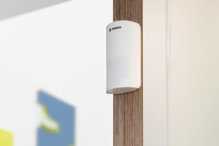 Der Bosch Smart Home Bewegungsmelder verfügt über einen Temperatursensor