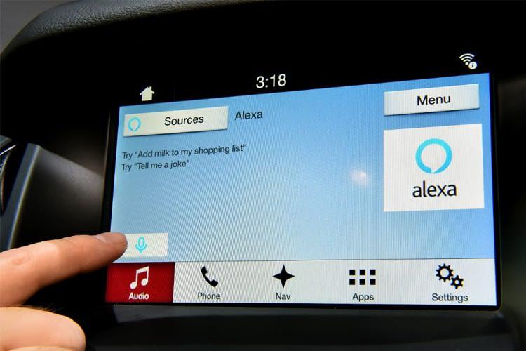 Mit Alexa im Auto kann unterwegs noch schnell die Einkaufsliste ergänzt werden