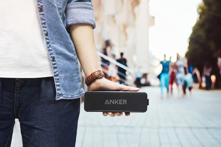 Der Anker SoundCore 2 hat fünf große, hervorgehobene Tasten zur Bedienung auf der Oberseite