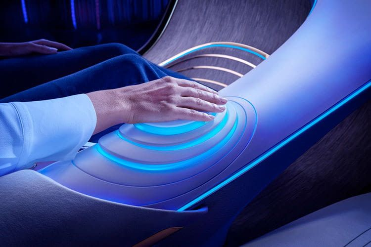 Die Steuerung des Showcars VISION AVTR von Mercedes-Benz funktioniert intuitiv